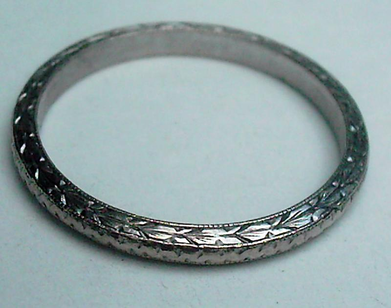 Laurel leaf engraved band ring