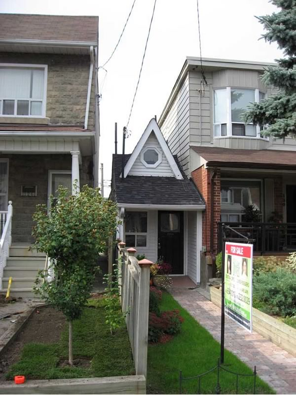 Toronto 39 S Itty Bitty Tiny House With A Big Price Wicked Blog